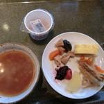 52327740 - 和食その①、茶粥とおかず