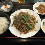三国軒 - レバニラ炒め定食 780円 スープ、ザーサイ、杏仁豆腐 付き