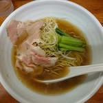 麺屋 一徳 - 醤油らーめん700円