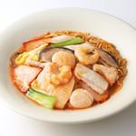 広東炒麺 南国酒家 - 五目具だくさんあんかけやきそば