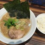 ラーメン堂仙台っ子 - ランチセット810円、これに餃子6個がつく