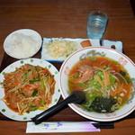 福仙 - 料理写真:ニラレバ炒め定食 680円