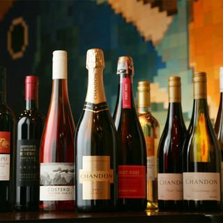 各国より厳選して取り揃えたワインとのマリアージュを