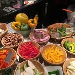Meet Meats 5バル - サラダバー(1回だけしかとれません)