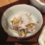 和だん  夢心邸 - 椎茸と食用菊の酢の物