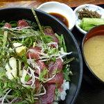 どんぶりや 風とり - 馬刺身丼(1,050円)