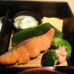 魚こばやし - 紅鮭+香の物+ブロッコリー