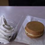甘党トキワ - クリーム小豆(200円)と大判焼き(100円)