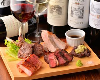 炭火焼きバル フォンターナ - お肉に合うワインのラインナップ