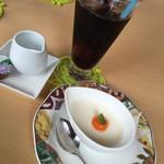 ビストロ菜フェスタ - ランチセットのドリンクとデザート(この日はパンナコッタ)