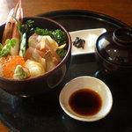 四季のテーブル - 妹君は海鮮丼を食べてたねん♪