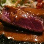 義 - 黒毛和牛ステーキ レアな焼き加減