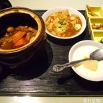 金香楼 - 豚バラの特製タレ壺煮+豆腐と挽肉の煮込み