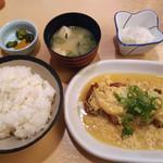 男はつらい - かつとじ定食 780円(16年2月)