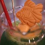 金魚カフェ - アイスクリームの上に、 ちょこっとのっかってる金魚ちゃんがかわいいよね♪