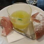 トラットリア ノーチェ - メロンのスープ