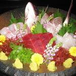 ふくろう - 料理写真:旬の地魚中心のお造り。一人前900円~ 盛り合わせは事前に予約した方がオススメです。