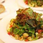 サポセントゥ ディ アキ - ランチに付くサラダ