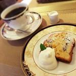 カフェバール poco a poco - ランチセットのデザート ホットコーヒーとパウンドケーキ♡