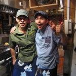 お富さん - オーナーの山田ピートさん(右)と店長の山田トミーさん(左)。※掲載承諾済み