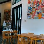 つむじカフェ - [内観] 店内 テーブル席 ①