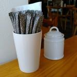 つむじカフェ - [内観] テーブル上 シュガーポット 2種