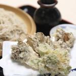 曽山商店 - 料理写真:舞茸天ぷら蕎麦 ¥950  揚げたての舞茸天ぷら蕎麦は一押しメニューです