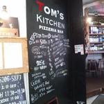tom's kitchen - 外観写真:入り口