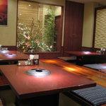 あら川 - 地下席は掘りコタツ式の座敷、ご宴会で約45名席
