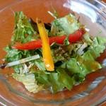 桂木4丁目レストラン - ハンバーグカレーのサラダ