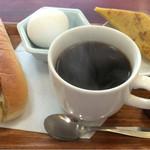 かかし - ホットコーヒー:380円 とモーニングサービスのCセット