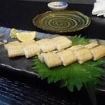鶴弥 - 鰻の白焼き。値段相応です