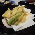 鶴弥 - 稚鮎天婦羅は苦味が美味かったですねぇ。お酒がすすみます