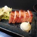 鶴弥 - 厚切りベーコンの味噌漬け。これもいける