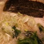 赤坂ラーメン - 麺量も少ない 2016.6