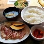 焼肉菜包 朴然 - 料理写真:豚カルビランチ・肉並盛り(450円+税)