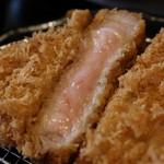 みな豚 - 料理写真:サクサクジューシーなロースかつ