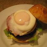 バレットカフェ - 一押しバーガーのベーコンエッグバーガー