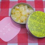 ヒトツブ カンロ - もう1つは、フルーティアロマのど飴(はちみつレモン味)。 2012年10月1日に修復復原工事が完了した東京駅舎を デザインしたかわいい缶に入ってます。これも美味しかったよ。