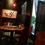 chuukachuubourakuyuuken - カッコイイ♪  店舗奥には座卓もあります