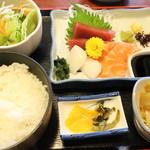 相撲茶屋ちゃんこ 龍ケ浜 - 龍ケ浜定食 ちゃんこ+お刺身定食です1600円税込み ちゃんこ以外の刺身定食部分