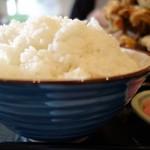 洋食亭 寅安 - ご飯(中)(特製からあげ定食)