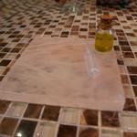 ラ・リサータ - 岩塩でできたパン置きのプレート