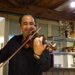 カナルカフェ - バイオリニストによる生演奏