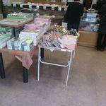 青木菓子店 - 店内には色々なお菓子がいっぱい用意されていますが、購入するのはもちろん江戸崎まんじゅうです。