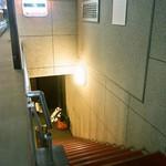 中菜Labo.朝陽 - 新地のテナントビルの地下にお店はある