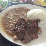 52405465 - メイン:【オーガニック豆の煮込み&ポークソテー】肉のダイナミックな旨みを堪能♪