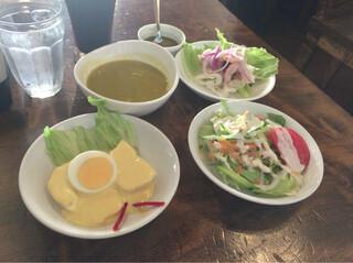 ペルー料理 ミラフローレス 渋谷桜ヶ丘店 - 小皿やスープもたくさんつきます。