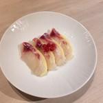 52409777 - 夏のコース                       三の膳:天然真鯛と桃のカルパッチョ風 スグリの実添え