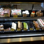リュードパッシー - お店に入ると、目の前にはケーキのショーケース☆